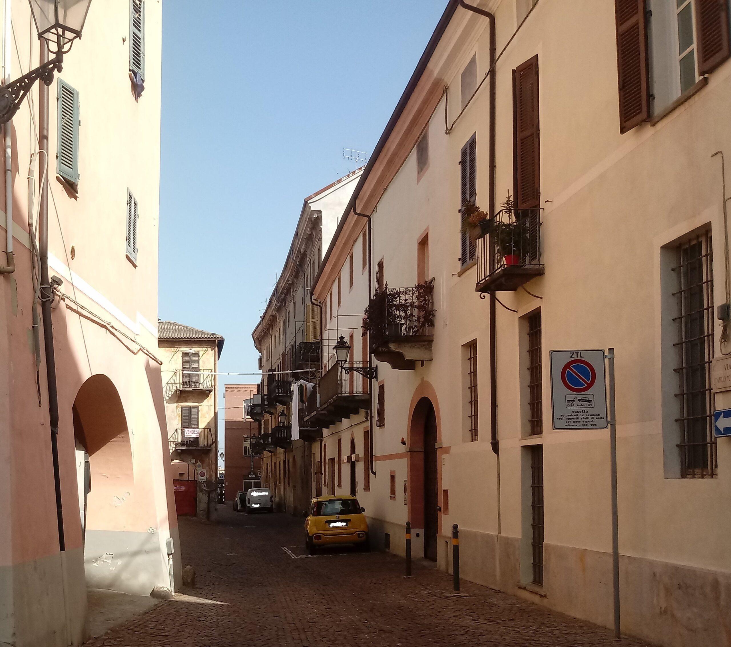 Cuneo, centro storico – magazzini in vendita.